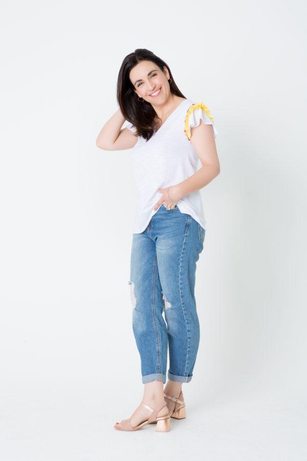 Camiseta cinta plisada amarilla con flores de colores